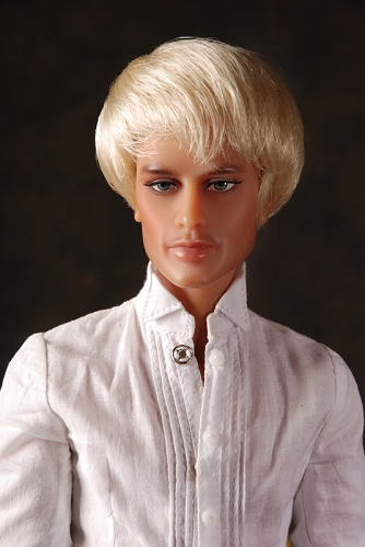 Monique Collection Johnny Wig size 5-6 Platinum Blonde