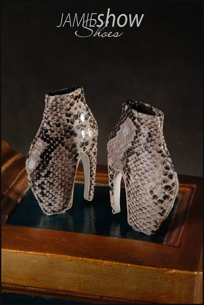 JAMIEshow Shoe Collection Armadillo Shoe in Snake Skin