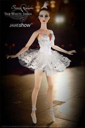 JAMIEshow The White Swan Grace